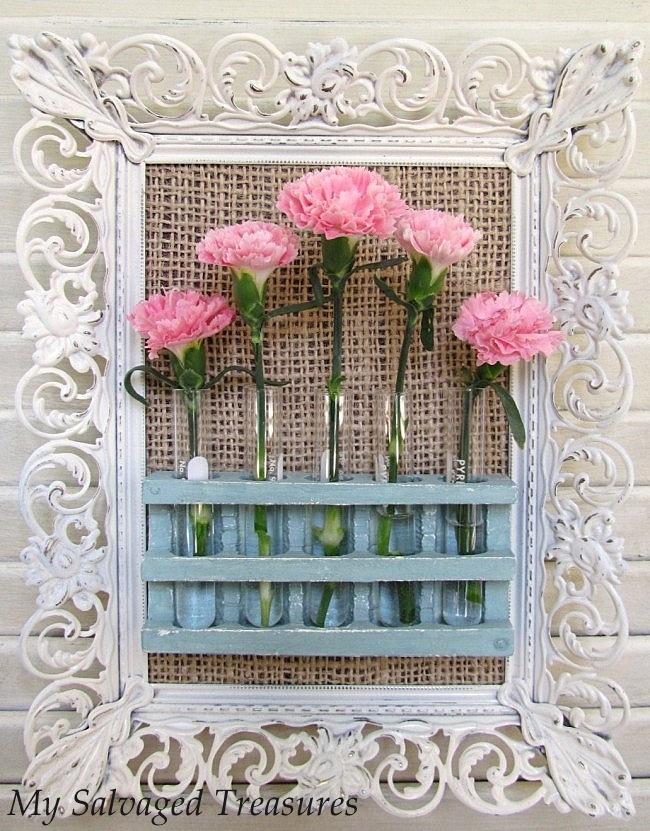 flowers and test tubes: I Learned Crafts, Basurita Ii, Pink Flowers, Crafts Ideas, Diy Crafts, Economic Decoration, Beautiful Flowers, Vase Crafts, Gang Basurita