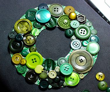 how-to button wreath