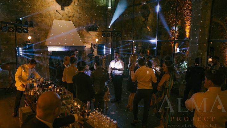 Photo Art Wedding Story - ALMA PROJECT @ Castello di Vincigliata - Loggia & Courtyard - DJ Set - Eva Console Black 150 - No Double Small Light System + 2 Beam Roll Led White - smoke machine amber 328