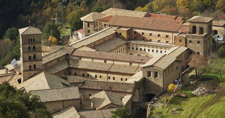 Il Monastero di Santa Scolastica, monastero benedettino più antico del mondo, è situato in cima al monte Taleo ed è tra tutti il più visitato. #Subiaco #Roma #Monasterodisantascolastica #Monasteri #Camminodibenedetto