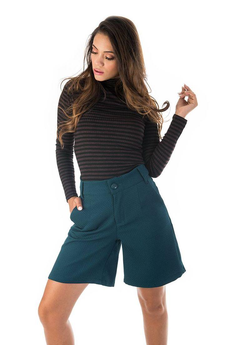Regular fit. Short culottes with side pockets. Front zip and button fastening. Back pocket detail. 97% Polyester. 3%  Elastane. https://www.modaboom.com/konti-zip-kilot-prasini.html