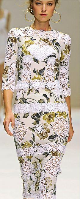 Dolce Gabbana CROCHET AND KNIT INSPIRATION: http://pinterest.com/gigibrazil/crochet-and-knitting-lovers/                                                                                                                                                      Mais