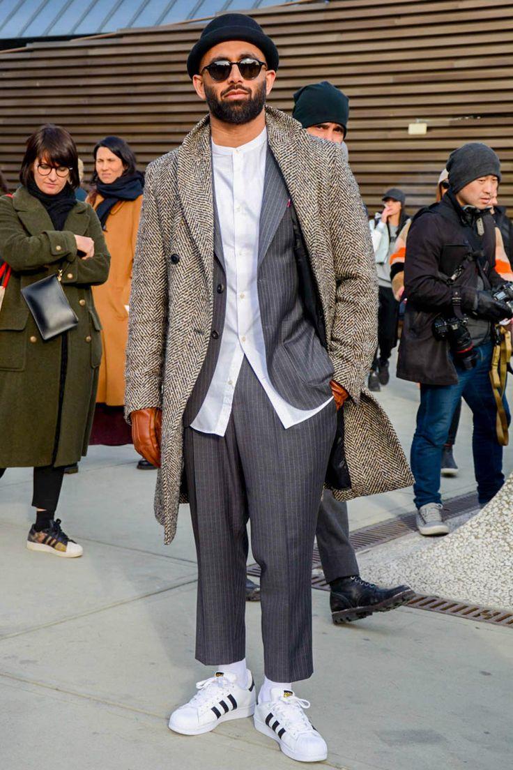 年間を通じてメンズファッションの定番アイテムとして不動の地位を占める「白スニーカー」。誰もが所有するアイテムなだけに、コーディネートやスニーカーチョイスにセンスの差が如実に現れる。今回は白スニーカーにフォーカスして注目の着こなし&アイテムを紹介!
