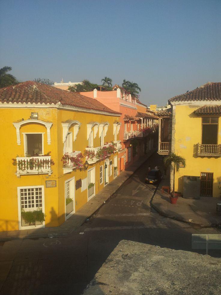 Las calles del centro histórico de la hermosa ciudad amurallada...