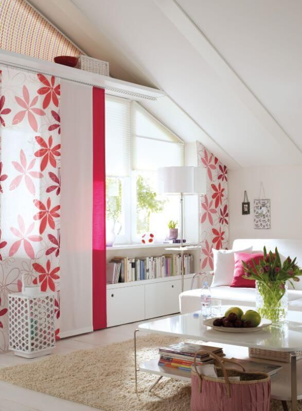Wohnzimmer Flaechenvorhang Blumen Rot Vielfaltige Plissees