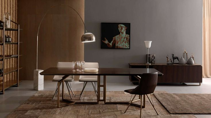 A table inspired by the world of musical instruments, like an organ that joins the verticality of its pipes together with its wood structure.  A versatile modular object that can be crafted with different valuable materials.  Perfect for refined lounges, coordinated with the Sax Chairs of the same collection.