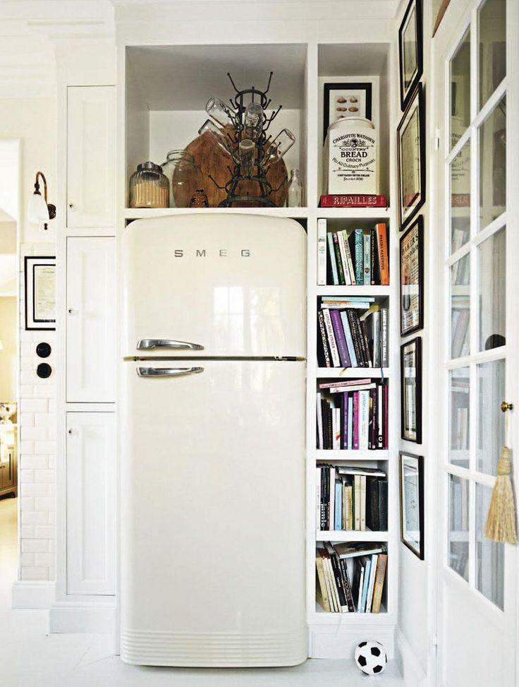 Det är ett härligt kök hon har, Leila Lindholm. Tidlöst, men ändå personligt. Välplanerat, utan att bli tråkigt. Kort sagt – ett klassiskt kök som kommer att hålla livet ut. Här får du hennes bästa tips!