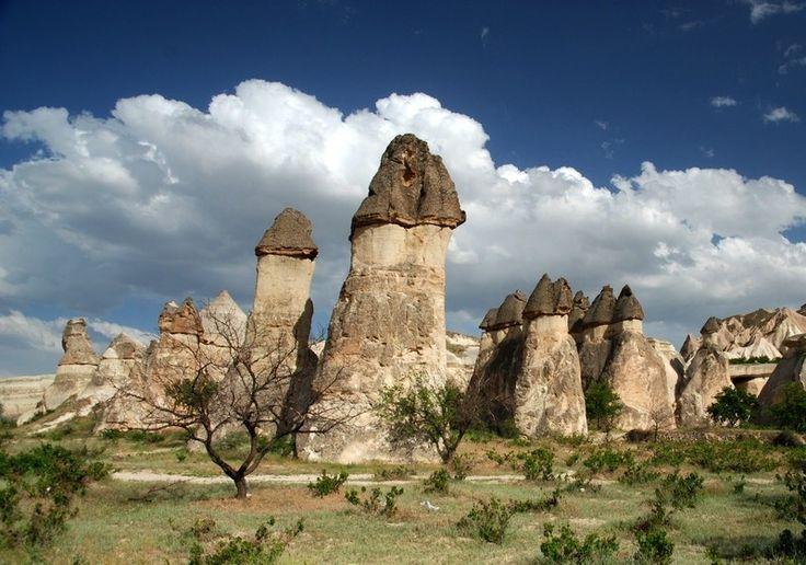 A partire da 380 Euro a persona La Cappadocia rappresenta una delle regioni più incredibili al mondo. Le caratteristiche formazioni rocciose no...