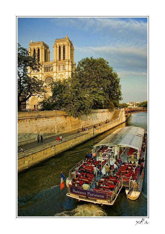 Les Bateaux Parisiens.