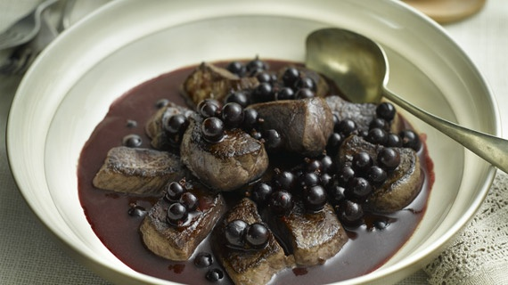 Venison Medallions with Fresh Blackcurrant Sauce