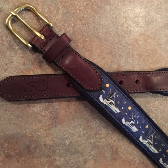 """Vineyard Vines belt Nice yaughting pattern, iconic whale logo imprinted on the leather, EUC, non smoking home, 1 1/4"""" wide, marked size 28 Vineyard Vines Accessories Belts"""