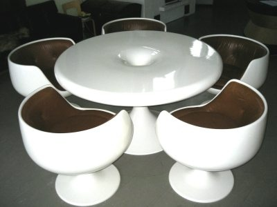 Eero Aarnio's Kanttarelli table with V.S.O.P. chairs.