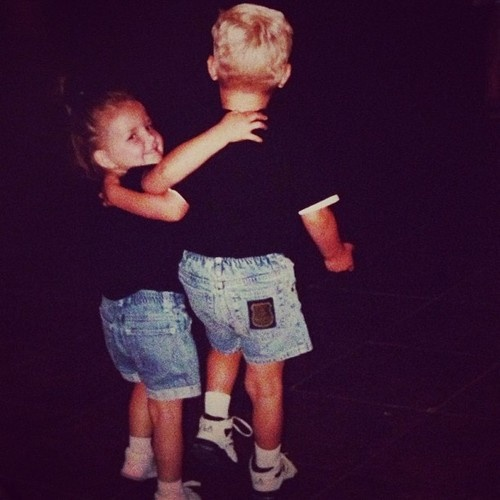 omggg ! I love their brother-sister relationship ! even from a young age !! awe so adrorable <3