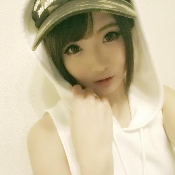 Maya Kawamura - Pretty Selfie