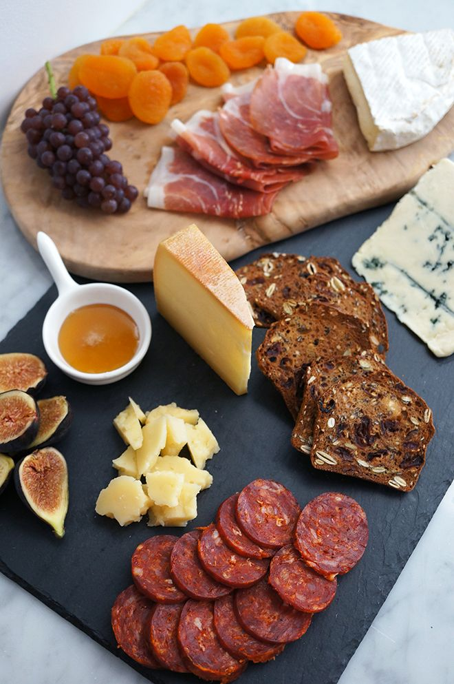 Cheese Plate: Breads And Chee Tables, Meat Trays, Chee Boards, Wedding Food Breakfast, Cheese And Meat Boards, Cheese Platters, Cheese Plates, Cheese Boards, Food Drinks