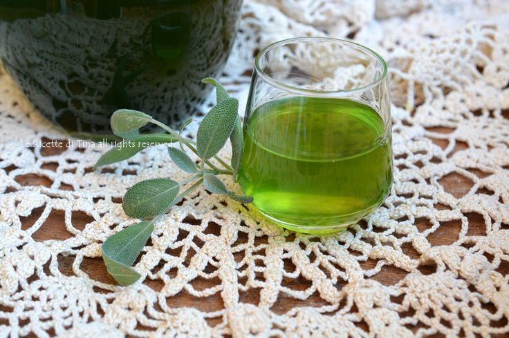 Liquore alla salvia fatto in casa da gustare in estate ben freddo.Una ricetta semplice a prova di imbranato.Un ottimo digestivo