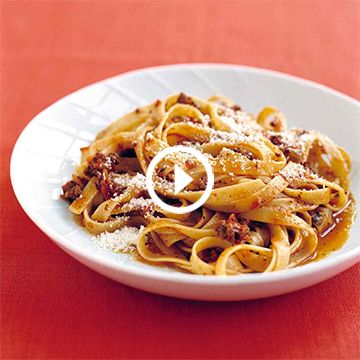 Super-Fast Bolognese Meat Sauce and Fettuccine