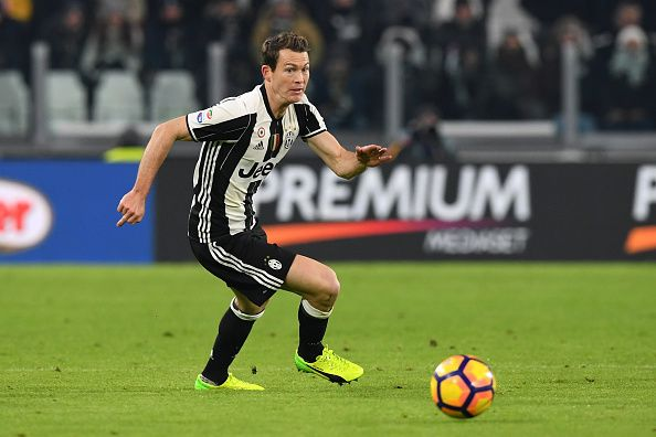 #rumors  Chelsea and Manchester City blow! Premier League-linked Stephan Lichtsteiner pens Juventus extension
