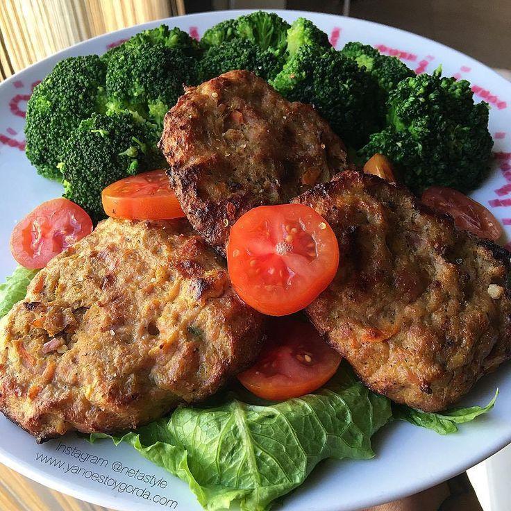 """Hamburguesas de pollo, calabacín y zanahoria """"fit"""""""