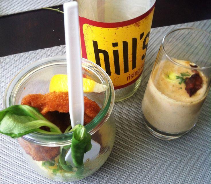 Schnitzer auf kartoffelsalat und Eierschwammerlsuppe, jeweils als FingerFood im Glas serviert!