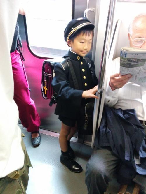 Токийский школьник. как объяснили, из очень дорогой частной школы  clickable Написал Hmmm ,