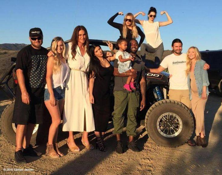 Den Vatertag verbrachte Caitlyn Jenner mit ihren Kindern beim Off Roading und trat den Beweis an, dass man auch in einem schicken Kleid in einem Buggy platz nehmen kann.