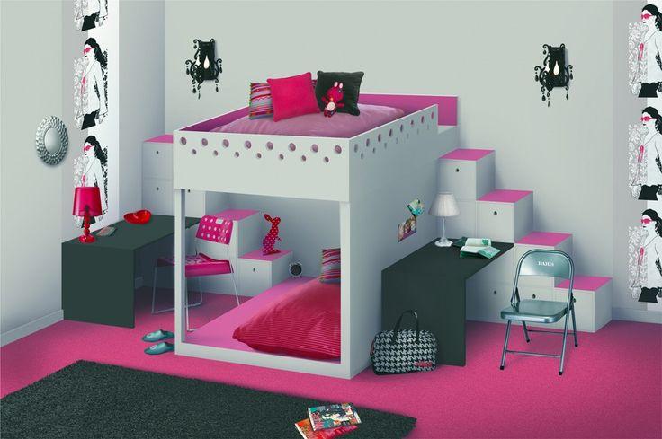 Un aménagement qui fait une séparation pour deux enfants... chacun son côté! Malins, les lits superposés !