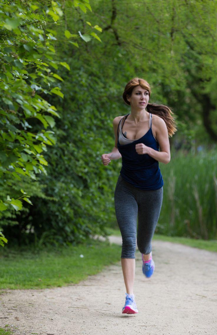 Mooie weer? Tijd om te gaan hardlopen! Nadat mijn gympen zijn gestolen in de gym, toen ik in de sauna zat. Moest ik op zoek gaan naar nieuwe gympen. Op zich geen straf, ik was er wel goed ziek va...