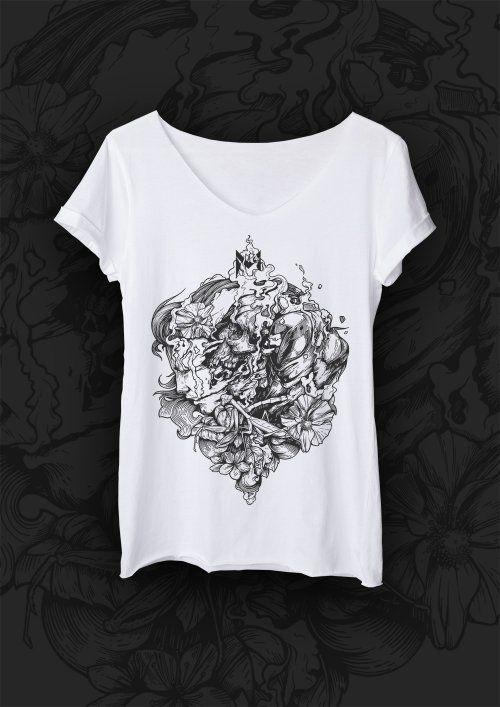 T-shirt POCZWARKA. T-shirt o luźnym i prostym fasonie uszyty z najwyższej jakości bawełny, z surowo ciętymi brzegami. Motywem przewodnim jest modliszka - drapieżny i piękny owad symbolizujący silne, nowoczesne i pewne siebie kobiety. Każda grafika ma swój niepowtarzalny klimat i opowiada inną historię #MODLISHKA