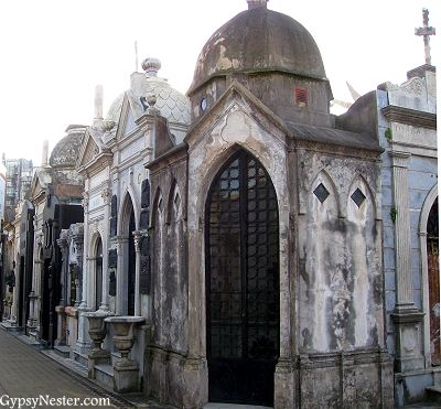 La Recoleta Cemetery in Buenos Aires, Argentina http://www.gypsynester.com/buenos-aires-cemetery.htm