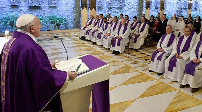 El Papa Francisco celebra Misa en la capilla de la Casa Santa Marta. Foto: L'Osservatore Romano