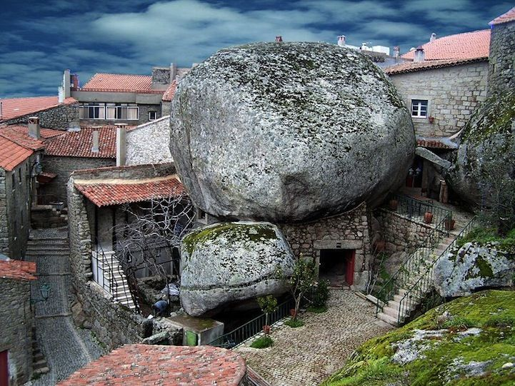 The enchanting village of Monsanto is located on the side of a mountain in Portugal and is home to an incredible sight. With houses squeezed between gigantic boulders and tiny streets carved through the rocks, the village's appearance hasn't changed in centuries.