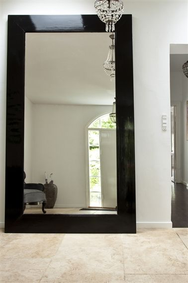 High gloss black...20 entreer - 16. Store flader