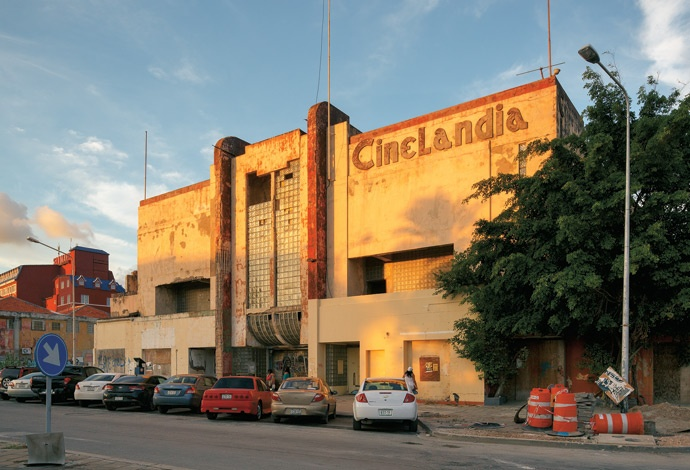 #Curaçao : Thanks to a recent visit by Queen Beatrix, the Cinelandia landmark might finally be restored.