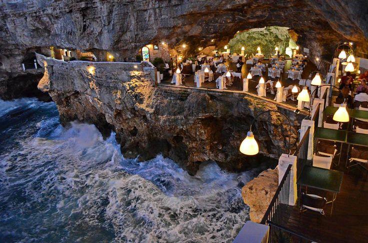 Grotto Palazzese, Olaszország