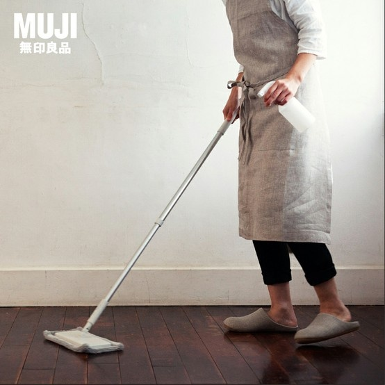 Linen calico apron, delicate texture and durable characteristics. No buttons, feel good to the skin and easy to care for.