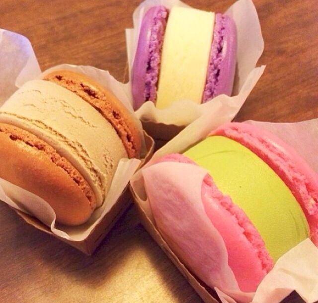 Macaroon Ice Cream Sandwiches!!