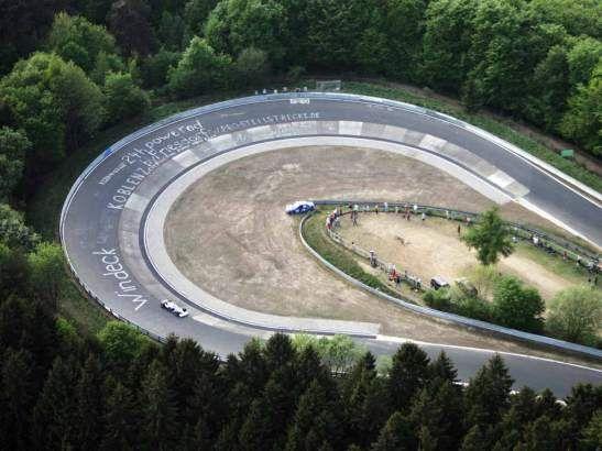 Conducción en el circuito de Nürburgring. http://w-75.com/2013/12/10/conduccion-en-el-circuito-de-nurburgring/