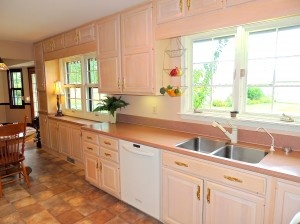 On Pinterest Two Tones Two Tone Cabinets And Two Tone Kitchen