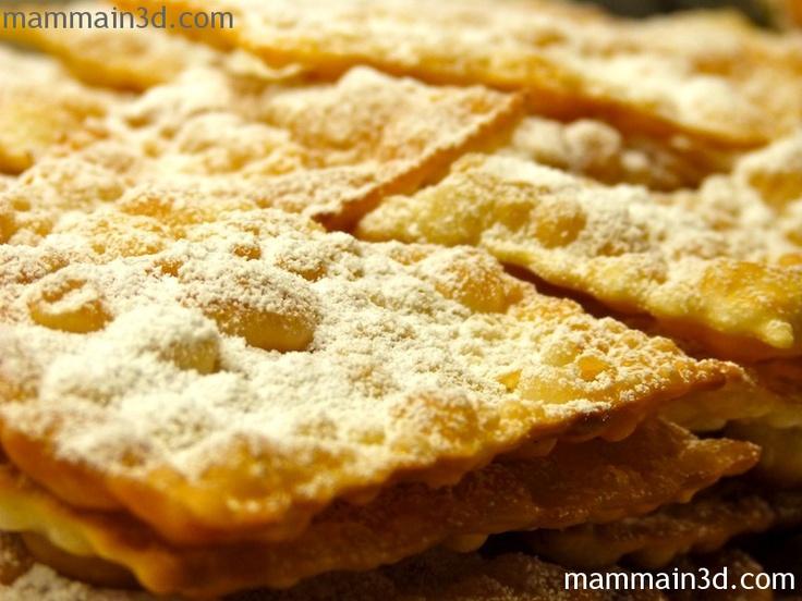 Chiacchiere di Carnevale   (la mia ricetta: http://www.dicelamamma.it/chiacchiere-dolci-carnevale/ )