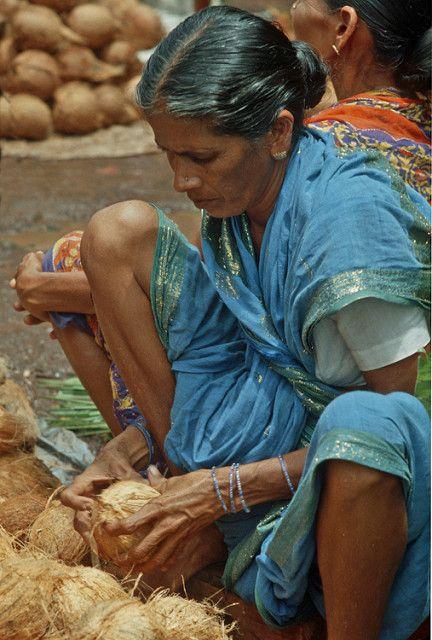 India - Goa: mercato, noci di cocco | Scansione da diapositi… | Flickr