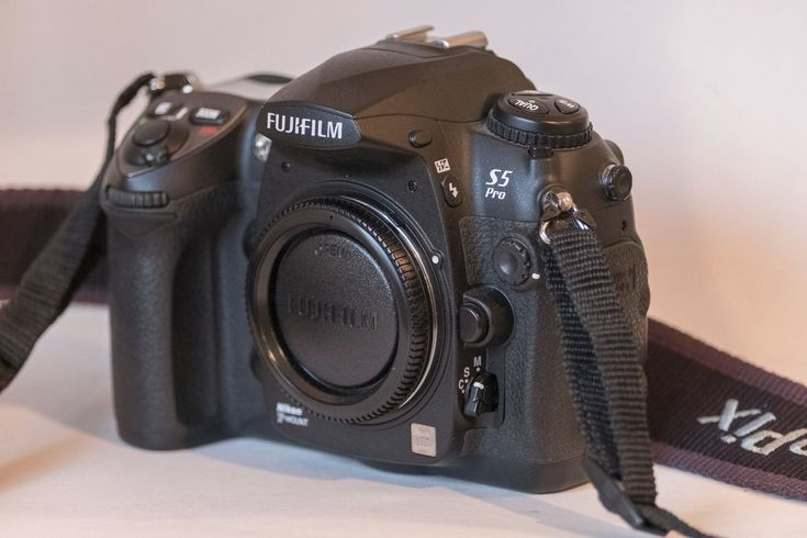 Fuji S5 Pro camera with 9200 clicks in mint condition