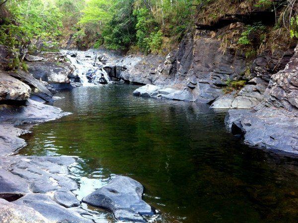 Uma boa opção de passeio para uma tarde, saindo da Vila de São Jorge, é combinar a ida a duas cachoeiras: a da Raizama e Morada do Sol. De São Jorge até a Cachoeira da Raizama são 6km de estrada de...