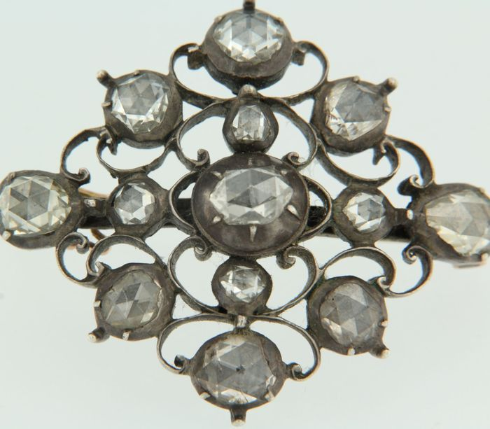 Online veilinghuis Catawiki: 14k en Z2 broche goud met zilver borche bezet met op zilver folie gezet roos geslepen diamanten