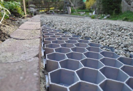 gravel driveway pathway in