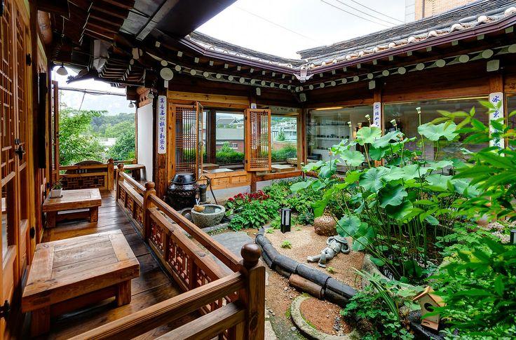 Masineun Tteul Teahouse in Bukchon Hanok Village. (Source: Robert Koehler Travel Photography)