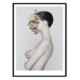 The images in the Flower Power range from the Swedish brand Kreativitum display sleek and contemporary photo motifs in light colours. The image displayed in this poster is a woman with beautiful flowers creating a harmonic and romantic feel. Choose between different designs.