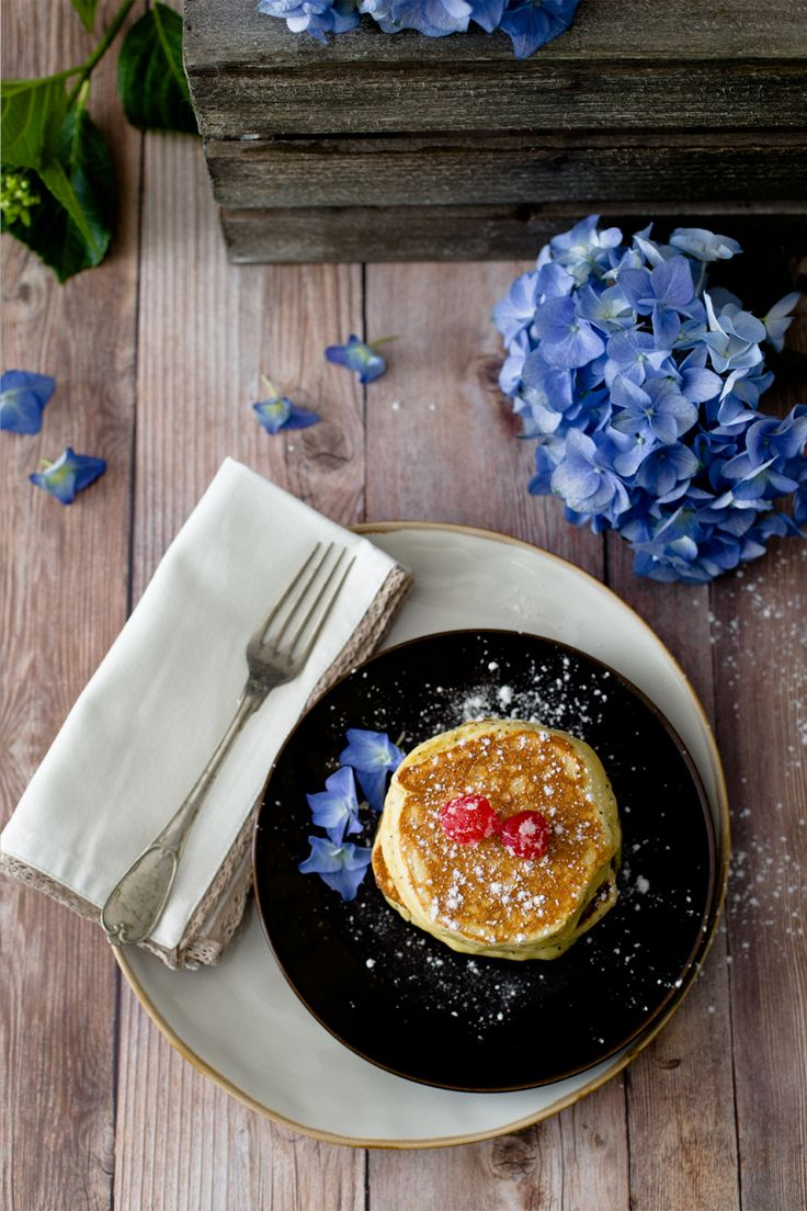 Panquecas de ricota, limão e sementes de papoila . Ricotta, lemon and poppy seed pancakes