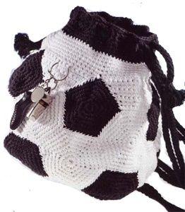 """Рюкзак """"Футбольный мяч"""", связанный крючком."""
