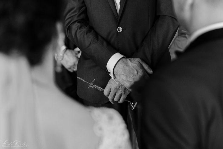 Najpiękniejsze zdjęcia ślubne    #kraków #krakow #małopolska #malopolska #dwóch #fotografów #duet #zdjęcia #ślubne #fotograf #ślubny #fotografia #ślubna #makijaż #przygotowania #kogo #do #ślubu  Jak wybrać fotografa ślubnego, fotograf ślubny Kraków kogo polecacie, białe kadry fotografia, białe kadry opinie, najlepsza fotografia, błogosławieństwo pary młodej rodziców detale  #nowy #sącz #rzeszów #zakopane #nowy #targ #pałac #zamek